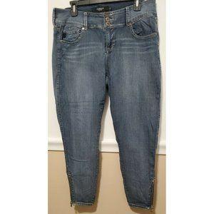 """Torrid Denim Stretch Capri 6"""" Leg Zippers Blue"""